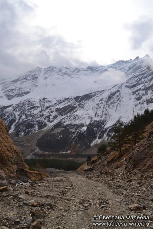 prielbruse-trekking-v-okrestnostyah-podem-ot-polyany-azau-do-priyuta-11-ti-vyhod-k-skalam-pastuhova-06