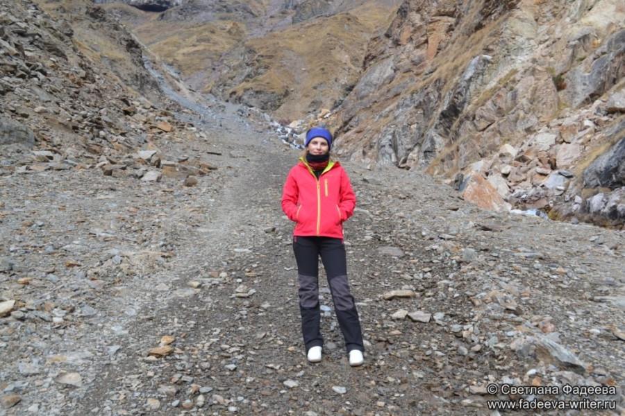 prielbruse-trekking-v-okrestnostyah-podem-ot-polyany-azau-do-priyuta-11-ti-vyhod-k-skalam-pastuhova-08