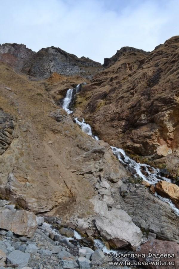 prielbruse-trekking-v-okrestnostyah-podem-ot-polyany-azau-do-priyuta-11-ti-vyhod-k-skalam-pastuhova-09