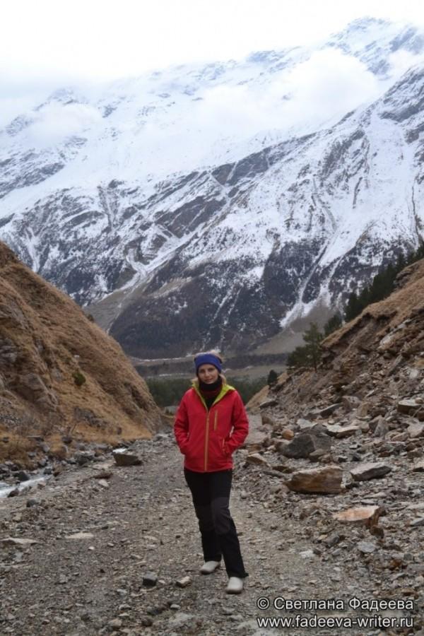 prielbruse-trekking-v-okrestnostyah-podem-ot-polyany-azau-do-priyuta-11-ti-vyhod-k-skalam-pastuhova-10