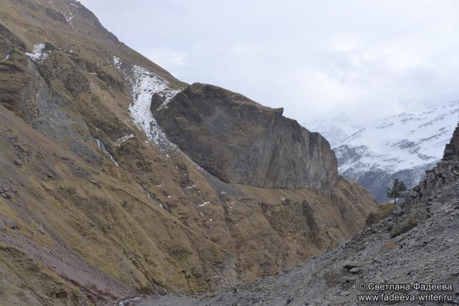 prielbruse-trekking-v-okrestnostyah-podem-ot-polyany-azau-do-priyuta-11-ti-vyhod-k-skalam-pastuhova-11