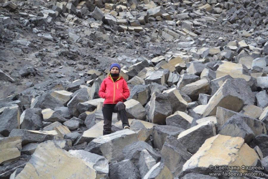 prielbruse-trekking-v-okrestnostyah-podem-ot-polyany-azau-do-priyuta-11-ti-vyhod-k-skalam-pastuhova-19