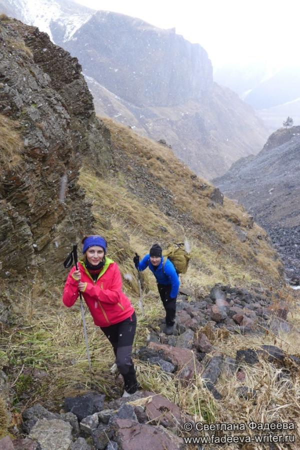 prielbruse-trekking-v-okrestnostyah-podem-ot-polyany-azau-do-priyuta-11-ti-vyhod-k-skalam-pastuhova-21