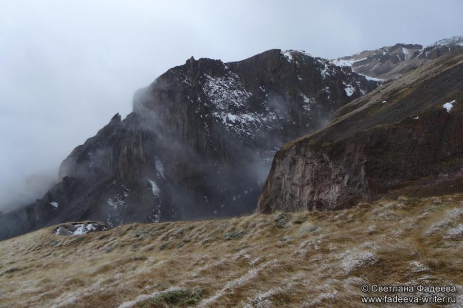 prielbruse-trekking-v-okrestnostyah-podem-ot-polyany-azau-do-priyuta-11-ti-vyhod-k-skalam-pastuhova-30