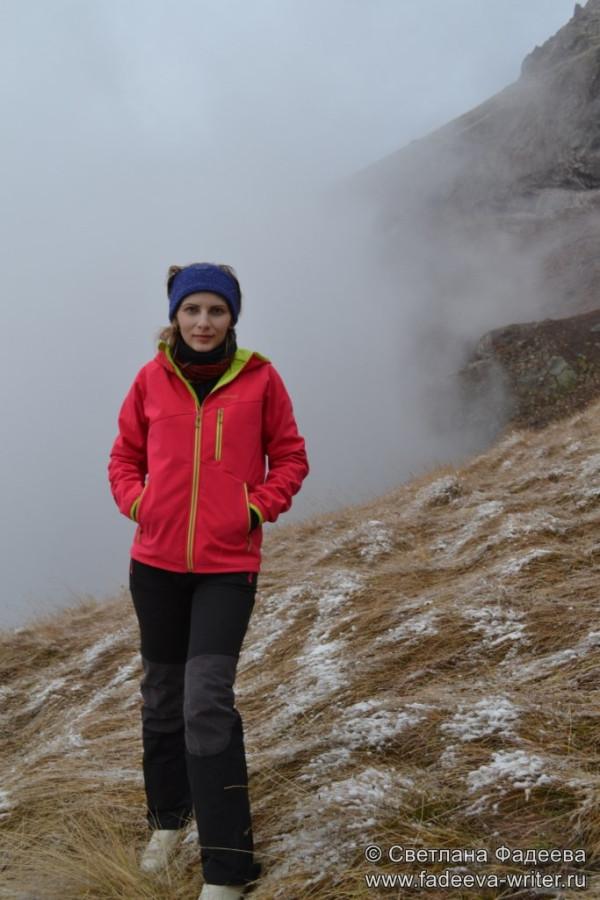 prielbruse-trekking-v-okrestnostyah-podem-ot-polyany-azau-do-priyuta-11-ti-vyhod-k-skalam-pastuhova-32