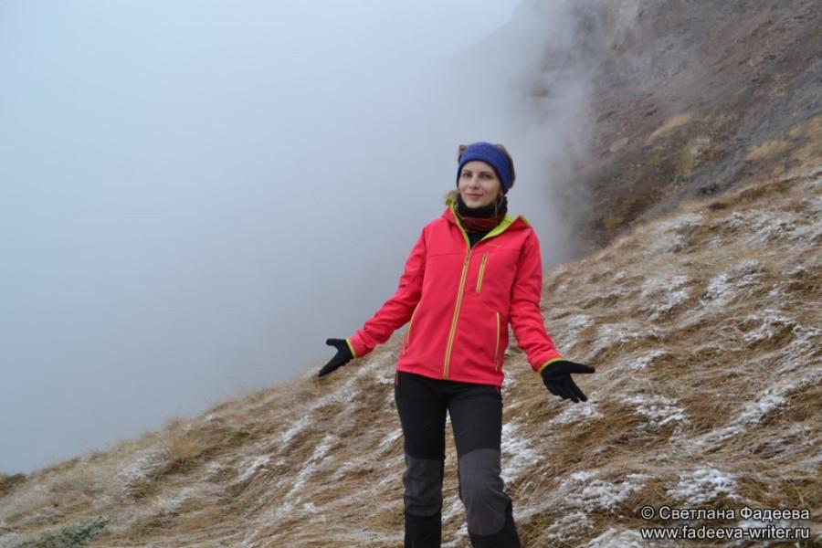 prielbruse-trekking-v-okrestnostyah-podem-ot-polyany-azau-do-priyuta-11-ti-vyhod-k-skalam-pastuhova-35