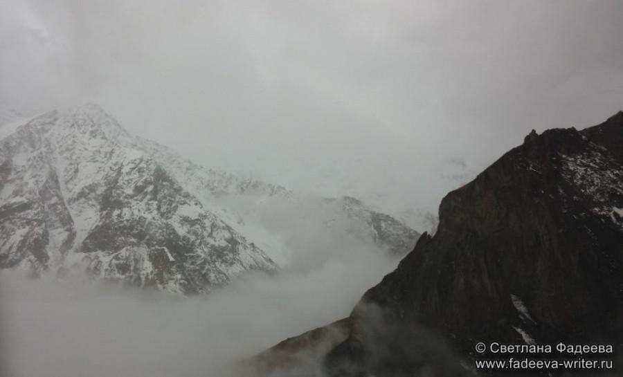 prielbruse-trekking-v-okrestnostyah-podem-ot-polyany-azau-do-priyuta-11-ti-vyhod-k-skalam-pastuhova-37