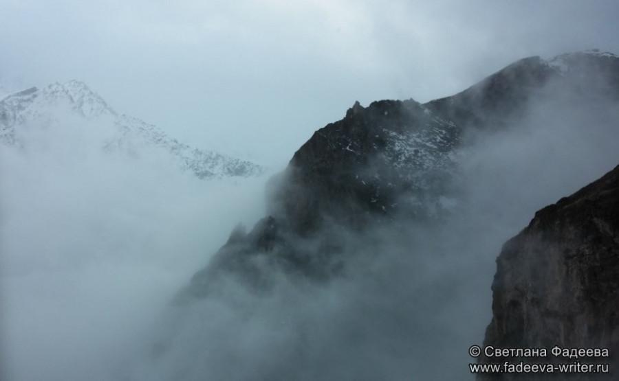 prielbruse-trekking-v-okrestnostyah-podem-ot-polyany-azau-do-priyuta-11-ti-vyhod-k-skalam-pastuhova-38