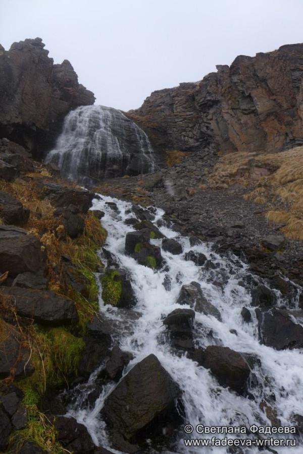 prielbruse-trekking-v-okrestnostyah-podem-ot-polyany-azau-do-priyuta-11-ti-vyhod-k-skalam-pastuhova-40
