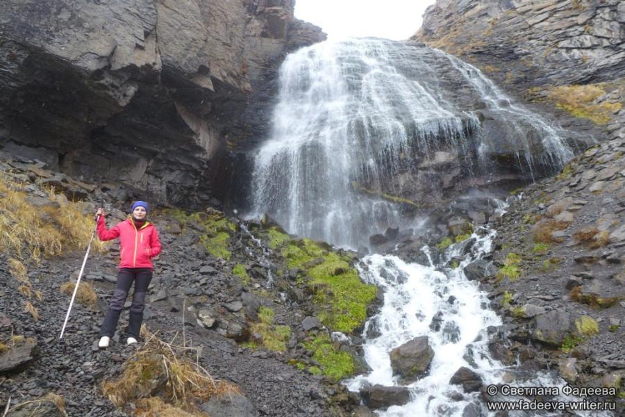 prielbruse-trekking-v-okrestnostyah-podem-ot-polyany-azau-do-priyuta-11-ti-vyhod-k-skalam-pastuhova-42