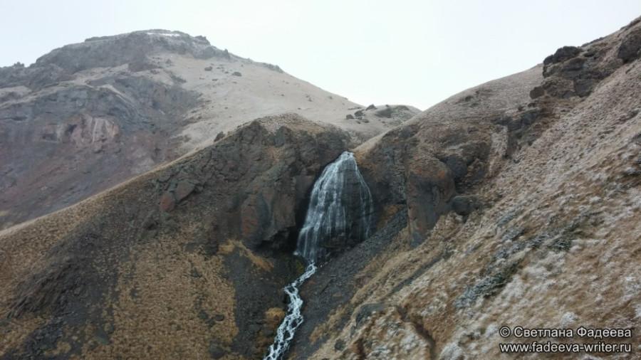 prielbruse-trekking-v-okrestnostyah-podem-ot-polyany-azau-do-priyuta-11-ti-vyhod-k-skalam-pastuhova-44
