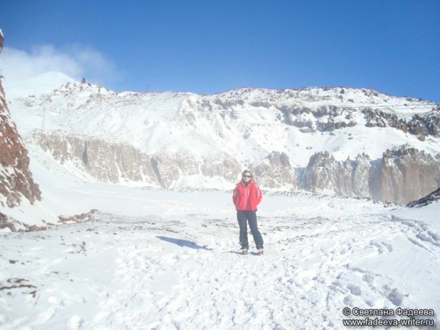 prielbruse-trekking-v-okrestnostyah-podem-ot-polyany-azau-do-priyuta-11-ti-vyhod-k-skalam-pastuhova-52