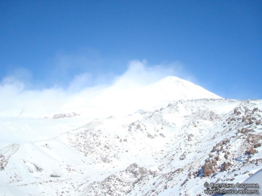 prielbruse-trekking-v-okrestnostyah-podem-ot-polyany-azau-do-priyuta-11-ti-vyhod-k-skalam-pastuhova-53