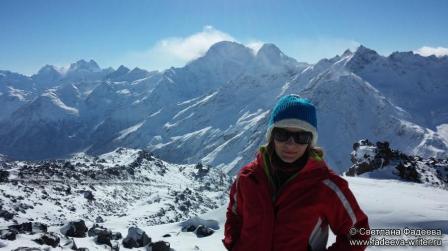 prielbruse-trekking-v-okrestnostyah-podem-ot-polyany-azau-do-priyuta-11-ti-vyhod-k-skalam-pastuhova-54