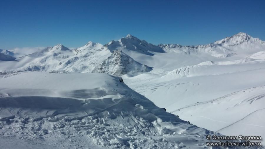 prielbruse-trekking-v-okrestnostyah-podem-ot-polyany-azau-do-priyuta-11-ti-vyhod-k-skalam-pastuhova-55