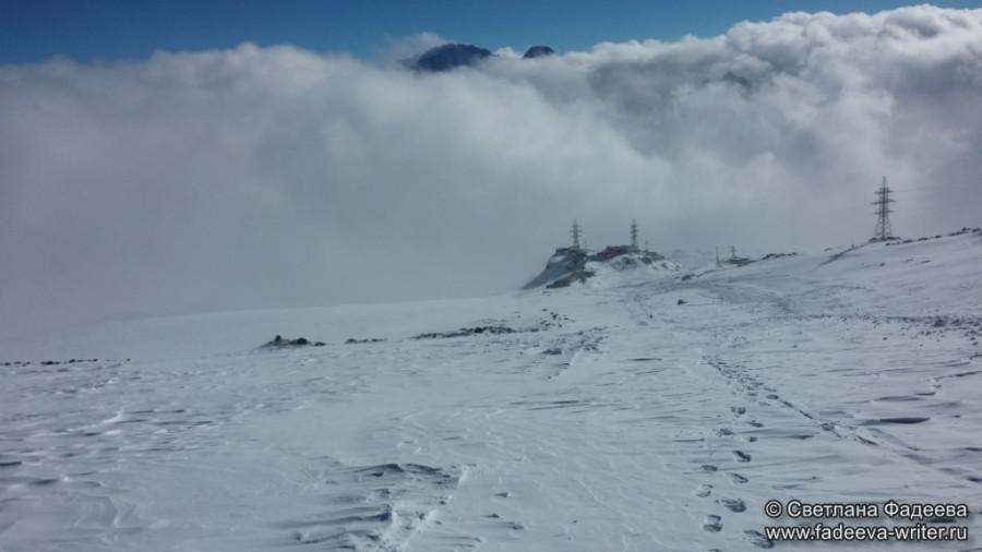 prielbruse-trekking-v-okrestnostyah-podem-ot-polyany-azau-do-priyuta-11-ti-vyhod-k-skalam-pastuhova-64