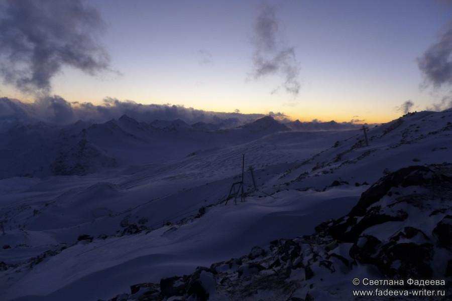 prielbruse-trekking-v-okrestnostyah-podem-ot-polyany-azau-do-priyuta-11-ti-vyhod-k-skalam-pastuhova-68