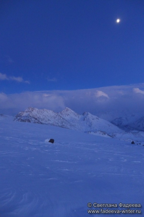 prielbruse-trekking-v-okrestnostyah-podem-ot-polyany-azau-do-priyuta-11-ti-vyhod-k-skalam-pastuhova-72