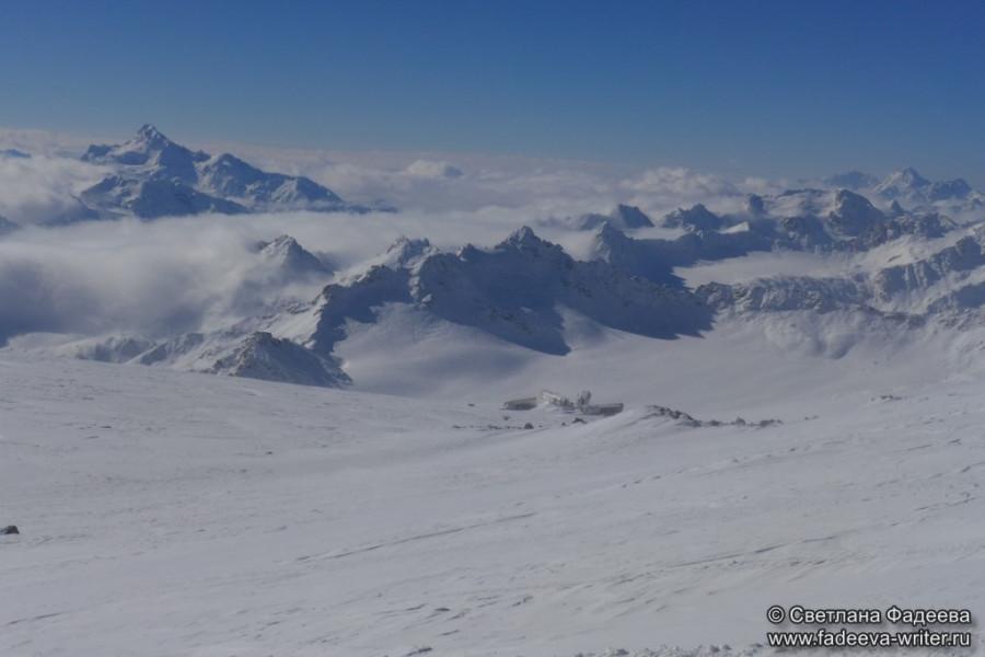 prielbruse-trekking-v-okrestnostyah-podem-ot-polyany-azau-do-priyuta-11-ti-vyhod-k-skalam-pastuhova-74