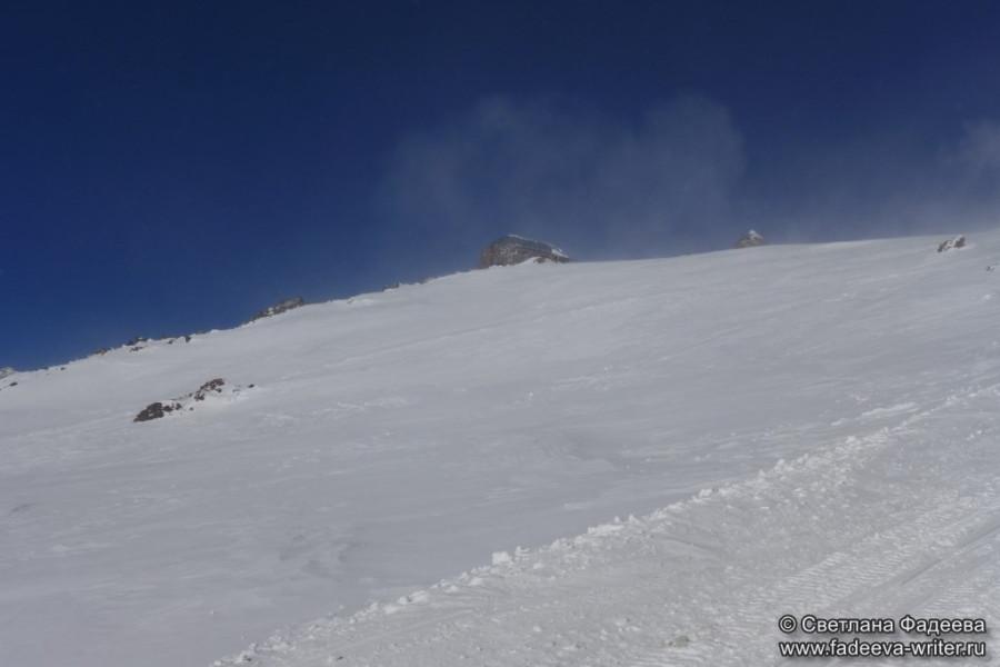 prielbruse-trekking-v-okrestnostyah-podem-ot-polyany-azau-do-priyuta-11-ti-vyhod-k-skalam-pastuhova-75