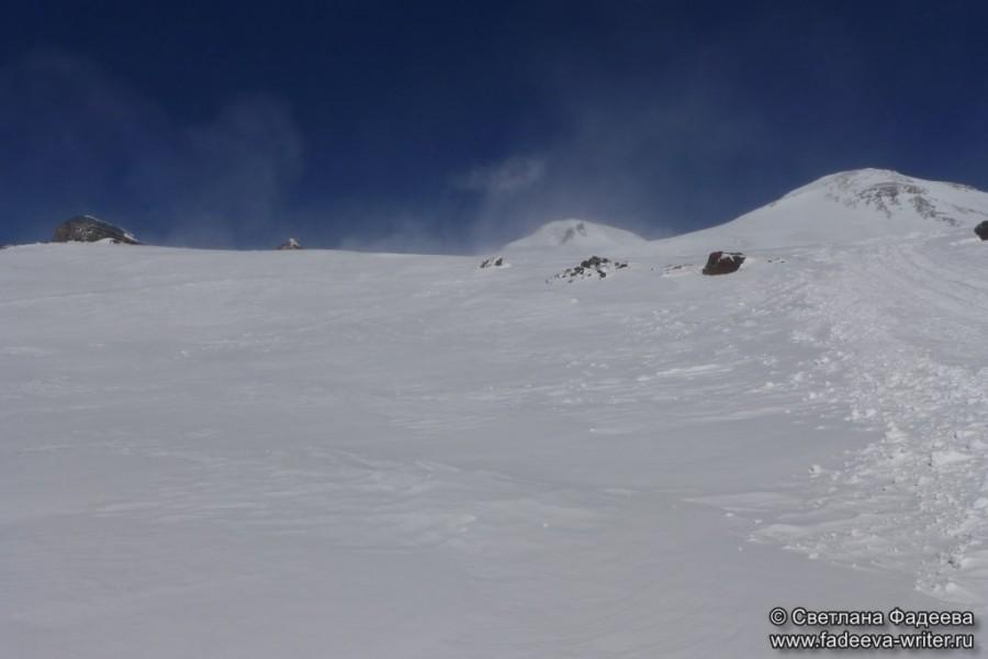 prielbruse-trekking-v-okrestnostyah-podem-ot-polyany-azau-do-priyuta-11-ti-vyhod-k-skalam-pastuhova-76