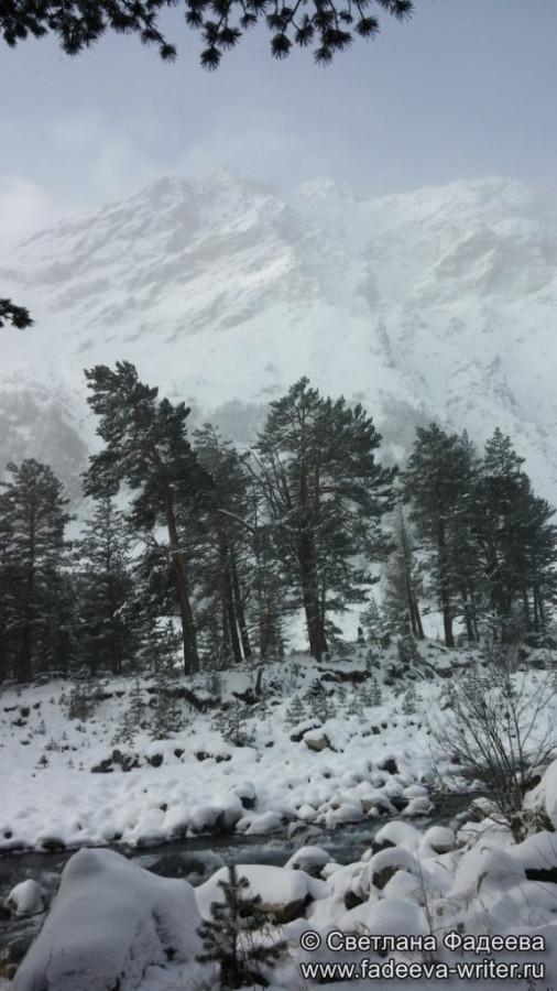 prielbruse-trekking-v-okrestnostyah-podem-ot-polyany-azau-do-priyuta-11-ti-vyhod-k-skalam-pastuhova-78