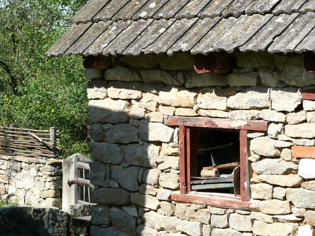 Стена из бутового камня