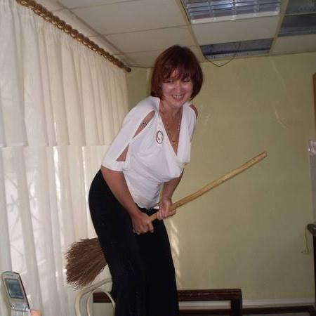 Ольга Яковлева на метле