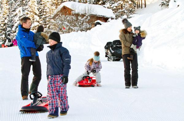Kronprinsparret på vinterferie med børnene-2