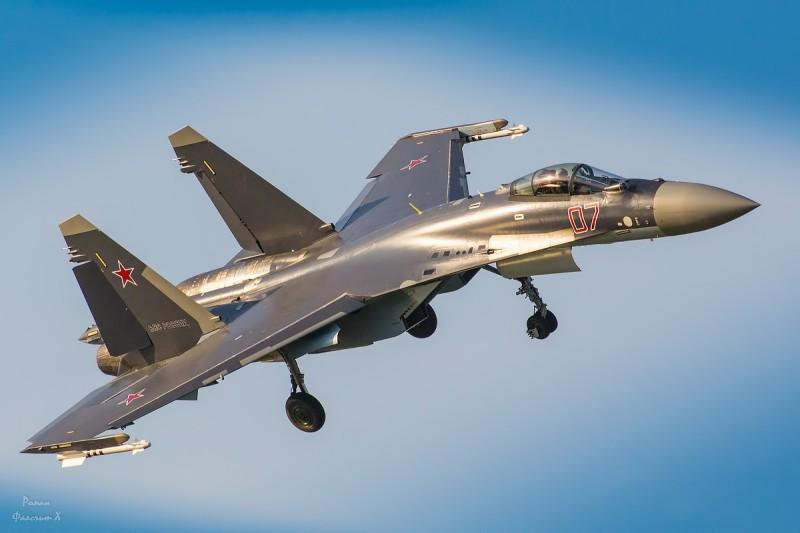 Су-35 и летчик-испытатель Юрий Ващук