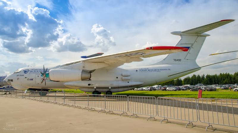Ил-76ЛЛ с испытуемым новым двигателем для Ил-112