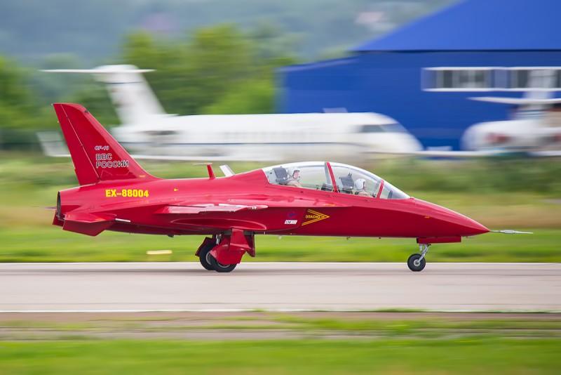 СР-10 - самолет с обратной стреловидностью крыла