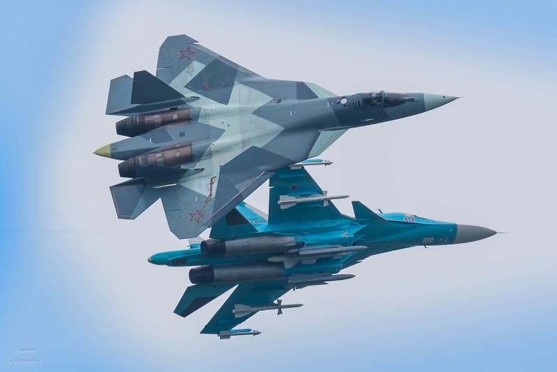 Мощная парочка Су-34 и Т-50