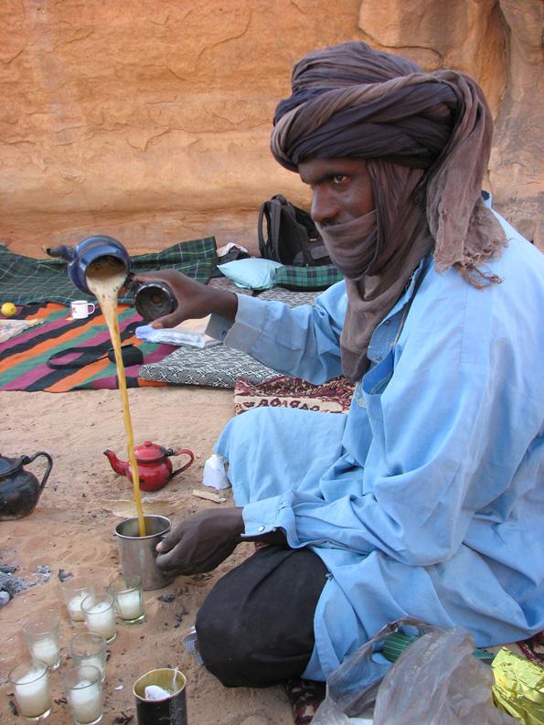 туарег делает чай