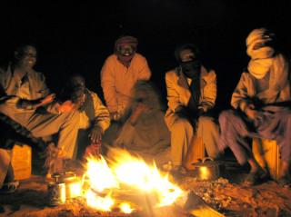 вокруг костра, ночь в пустыне