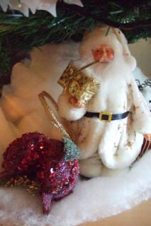 Дед Мороз под елкой
