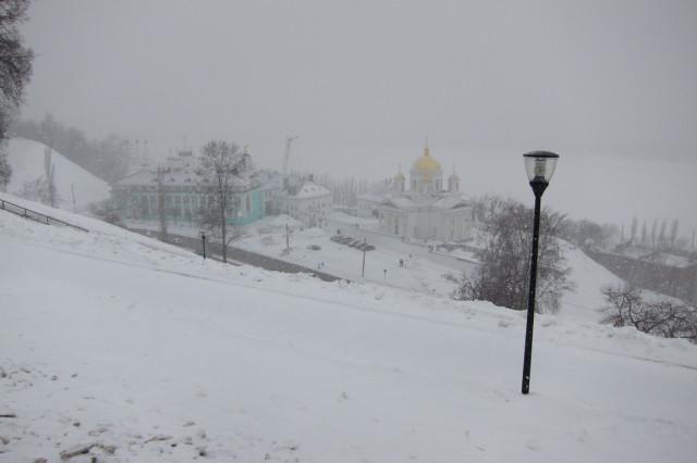 нижний в снегу