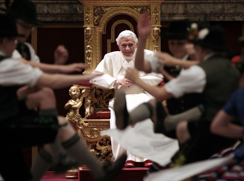 Ватикан Папа Римский 041612pod13_J