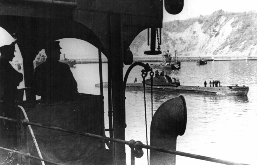 Щ-208 входит в порт Туапсе-2