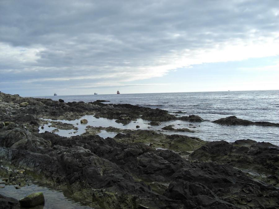 море берег камни2