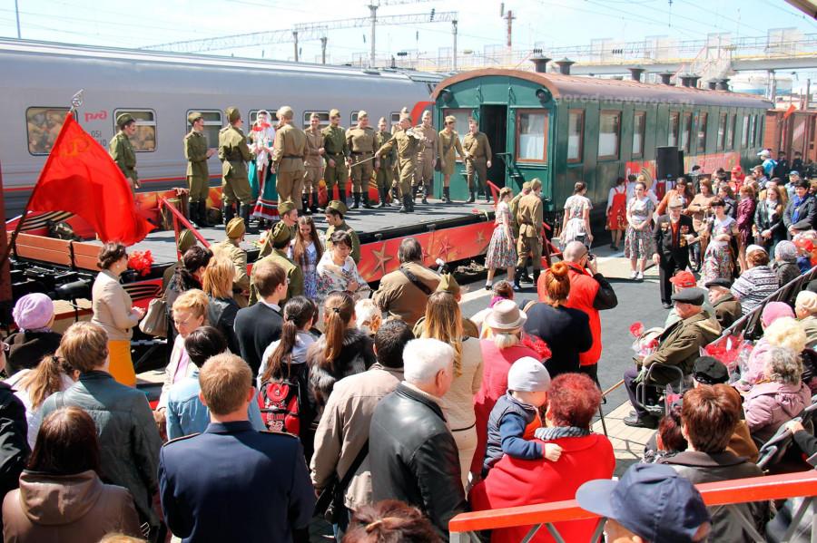 Поезд Победы Новороссийск перрон