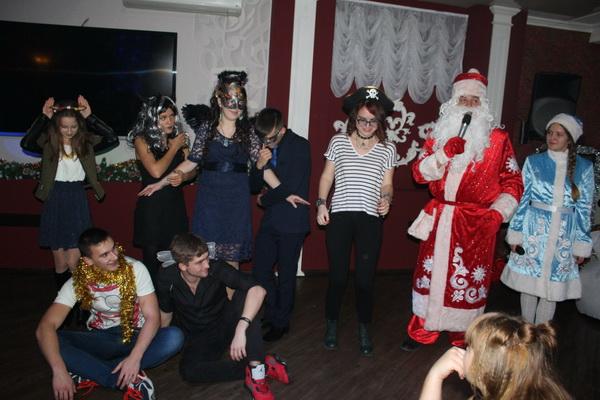 В Туапсе для детей-сирот провели елку без Деда Мороза