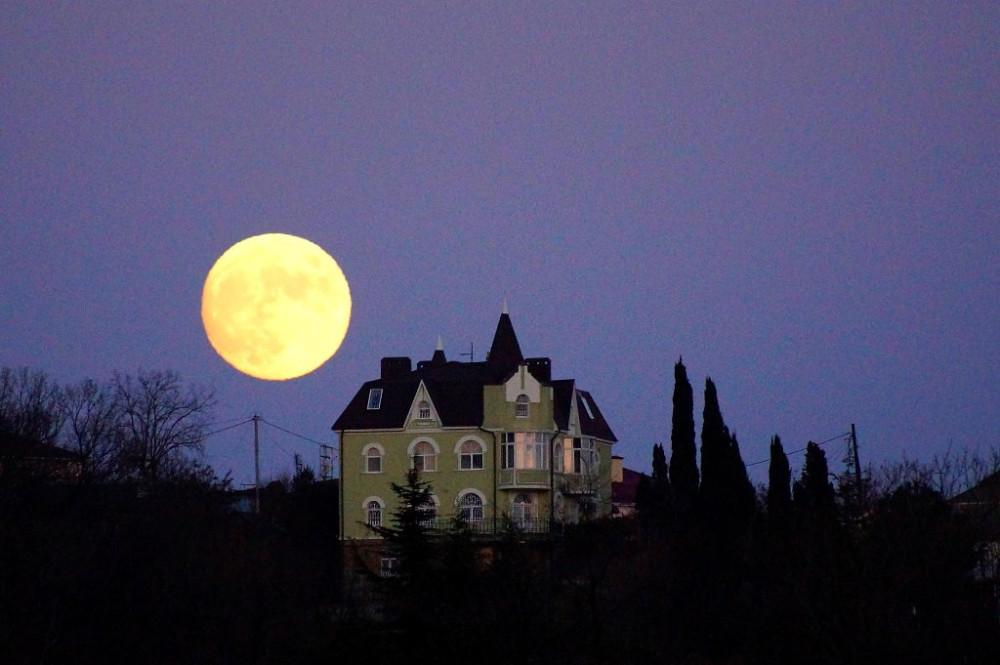луна в Туапсе