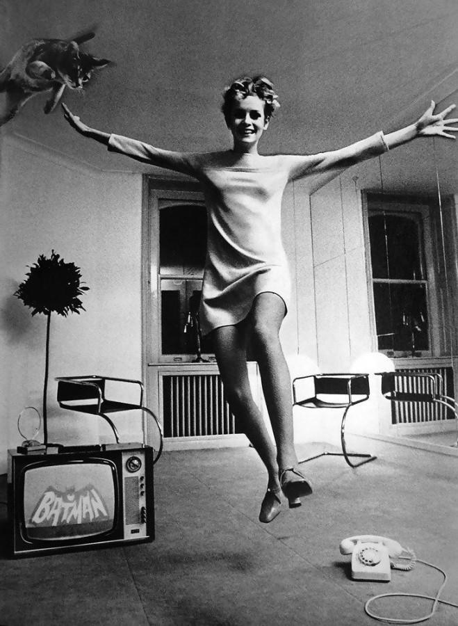 Helmut Newton (1920-2004) Twiggy and cat, 1967