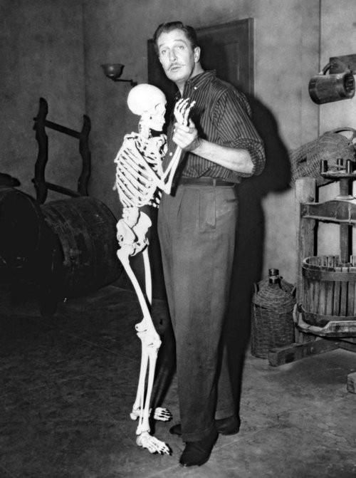 "Vincent Price romancing his co-star in this behind the scenes photo from, ""The House on Haunted Hill"""
