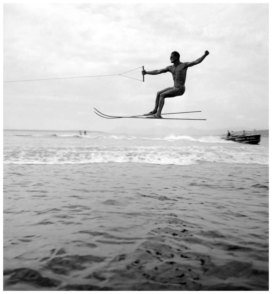 championnat-du-monde-de-saut-c3a0-ski-juan-les-pins-septembre-1938-photo-jacques-henri-lartigue