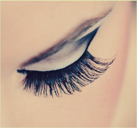 get-dramatic-voluminous-lashes-in-less-than-2-L-qlEsIC