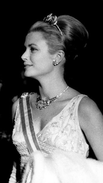 kelly grace tiara pic