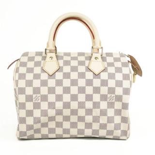 65df157dd0d8 Прежде всего, не стоит забывать о том, что Louis Vuitton никогда не будет  стоить дешево. Цена сумок начинается от 300 евро в Европе, а маленьких  изделий и ...