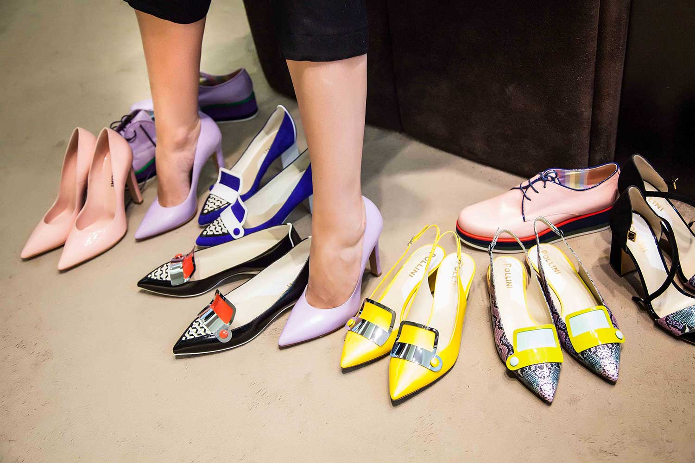 Примерка обуви фото 3 фотография